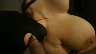 beurette mature à gros seins adore sucer de jeunes rebeu